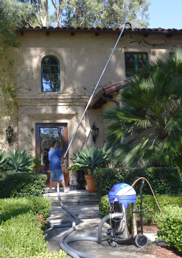 Gutter cleaning in Palos Verdes, California